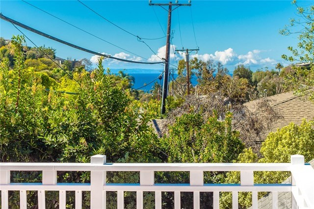 Additional photo for property listing at 994 Bluebird Canyon Drive 994 Bluebird Canyon Drive Laguna Beach, Californië,92651 Verenigde Staten