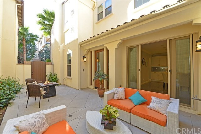 Additional photo for property listing at 8386 Noelle Drive  Huntington Beach, California,92646 Stati Uniti