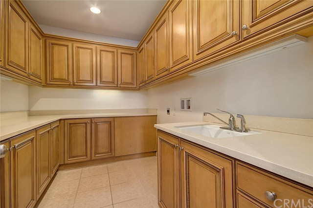 Additional photo for property listing at 8478 Hibiscus Circle  Huntington Beach, California,92646 Estados Unidos