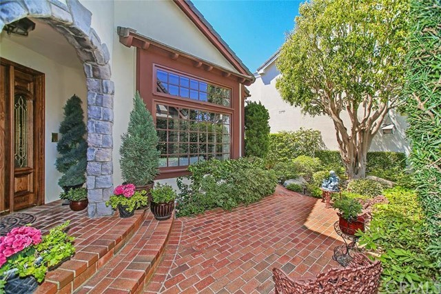Single Family for Sale at 19545 Woodlands Drive Huntington Beach, California 92648 United States