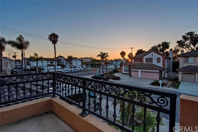 Additional photo for property listing at Beautiful Cambria Collection Home in Huntington Beach 19912 Newfoundland Circle 杭廷顿海滩, 加利福尼亚州,92648 美国