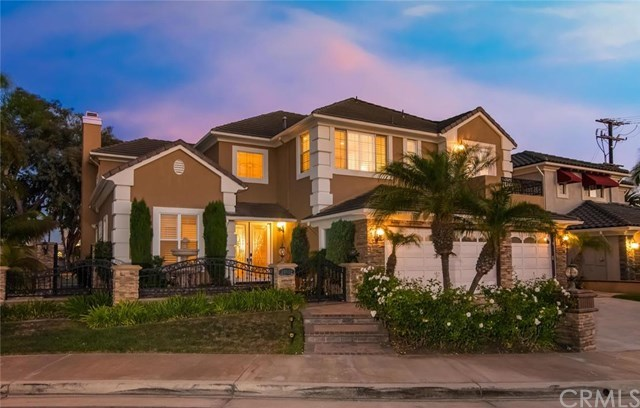 独户住宅 为 销售 在 Beautiful Cambria Collection Home in Huntington Beach 19912 Newfoundland Circle 杭廷顿海滩, 加利福尼亚州,92648 美国