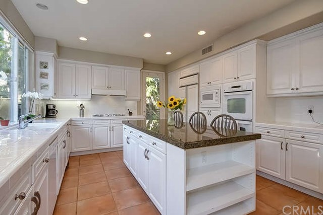 Additional photo for property listing at 18921 Silverbit Lane  Huntington Beach, Califórnia,92648 Estados Unidos