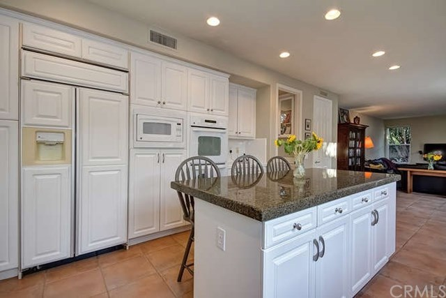 Additional photo for property listing at 18921 Silverbit Lane  Huntington Beach, California,92648 Estados Unidos