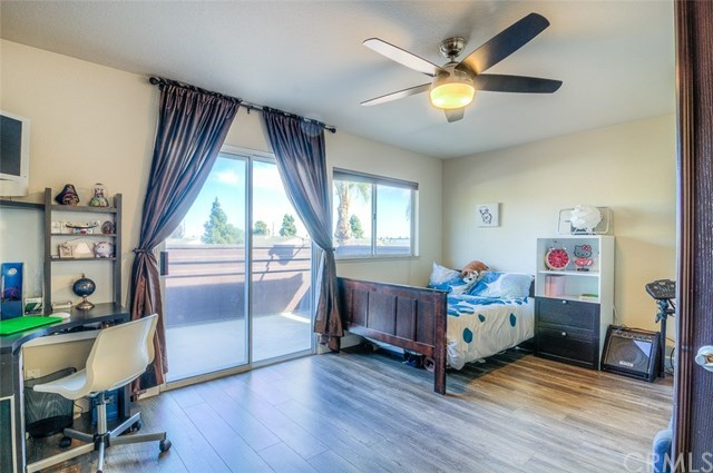 Additional photo for property listing at 1966 Lake Street  Huntington Beach, California,92648 Hoa Kỳ