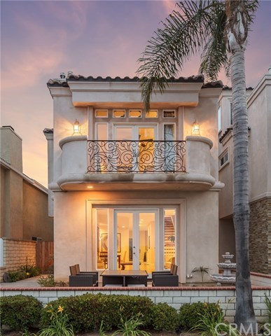 Maison unifamiliale pour l Vente à 829 Frankfort Avenue Huntington Beach, Californie,92648 États-Unis
