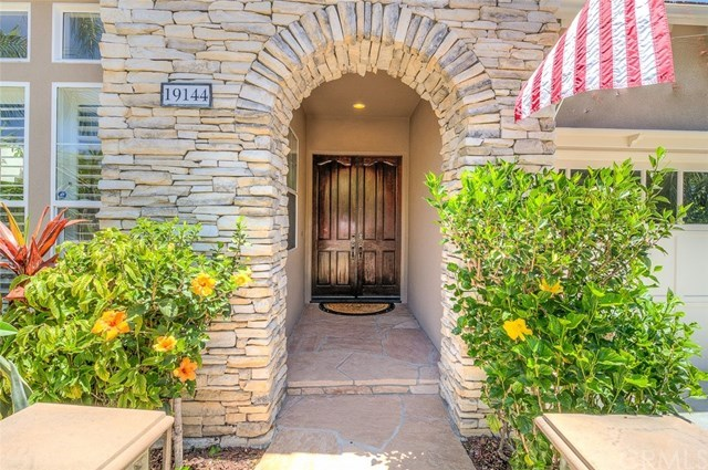 Additional photo for property listing at 19144 Redford Lane  Huntington Beach, Californie,92648 États-Unis