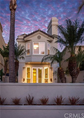 Villa per Vendita alle ore 318 15th Street Huntington Beach, California,92648 Stati Uniti