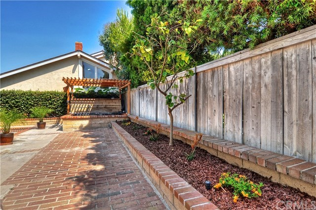 Additional photo for property listing at 18261 Fieldbury Lane  Huntington Beach, California,92648 Estados Unidos