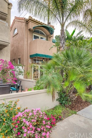 Additional photo for property listing at 902 Huntington Street 902 Huntington Street Huntington Beach, Californie,92648 États-Unis