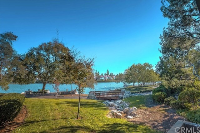 Condominio por un Venta en 2 Lakeknoll # Unit 42 2 Lakeknoll # Unit 42 Irvine, California,92604 Estados Unidos