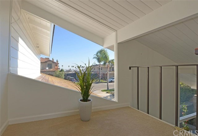 Additional photo for property listing at 17044 Edgewater Lane  Huntington Beach, Калифорния,92649 Соединенные Штаты