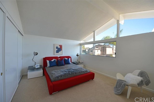 Additional photo for property listing at 17044 Edgewater Lane  Huntington Beach, 캘리포니아,92649 미국