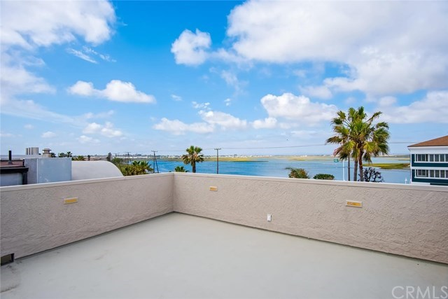 Additional photo for property listing at 71 B Surfside Avenue  Surfside, Καλιφορνια,90743 Ηνωμενεσ Πολιτειεσ