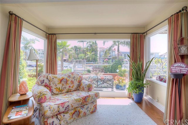 Additional photo for property listing at 111 Rivo Alto Canal  Long Beach, California,90803 United States