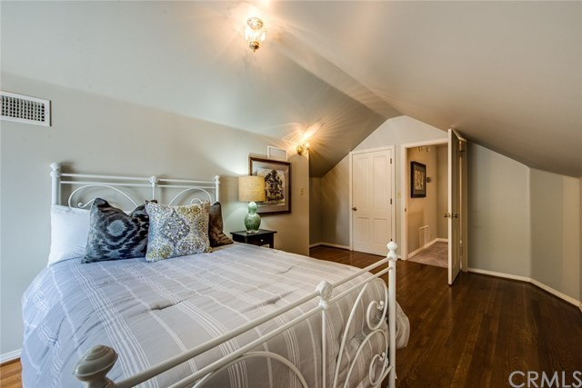 Additional photo for property listing at 2108 N. Heliotrope Drive  Santa Ana, Καλιφορνια,92706 Ηνωμενεσ Πολιτειεσ