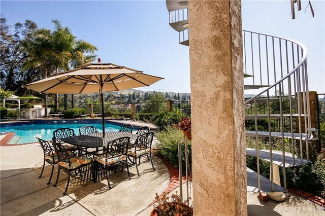 Additional photo for property listing at 335 Via Montanera  Anaheim Hills, California,92807 Stati Uniti